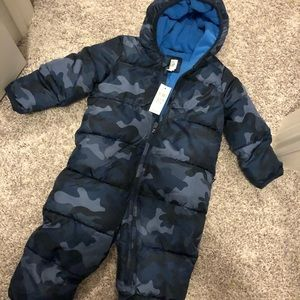 New with tags! 12-18m snow suit GAP